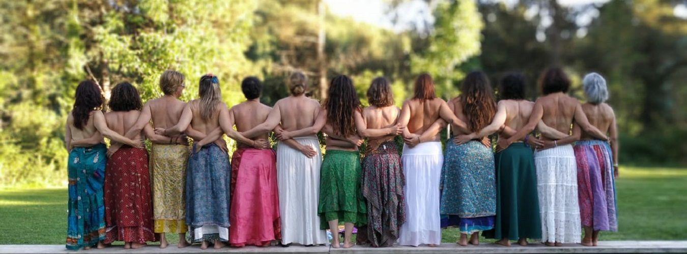 Testimonios formación Mujer Guía mujeres espaldas piscina