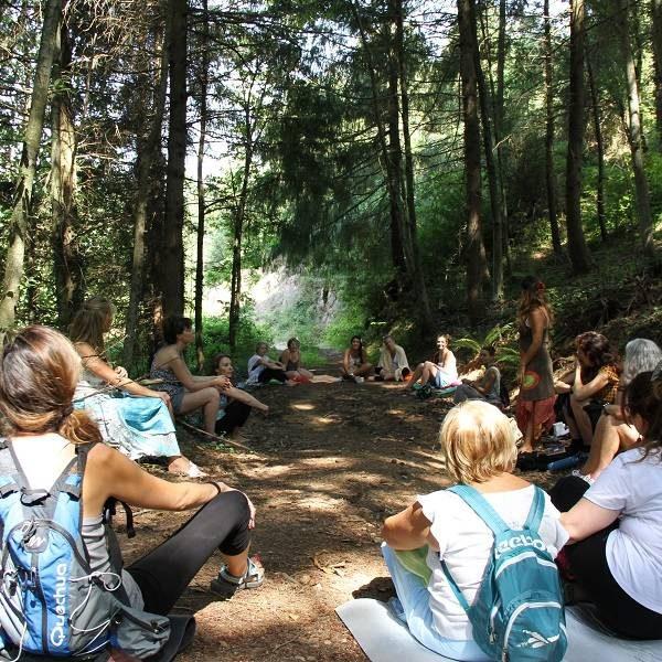 Círculo en la Naturaleza Intensivo Verano Mujer Consciente Bosque