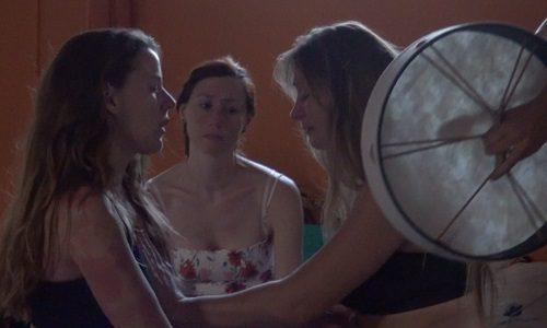 Mujer emoción y tambor Formación Mujer Guía mujerconsciente